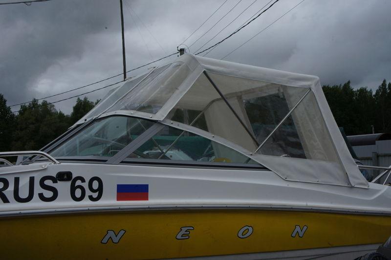 Ходовой тент на лодку и катер цена в компании «МаринЛайн». Ссылка на фотографию: http://marinline.ru/uploads/posts/2018-06/1528915615_hodovyie-tentyi-na-kater-hodovoy-tent-65.jpg