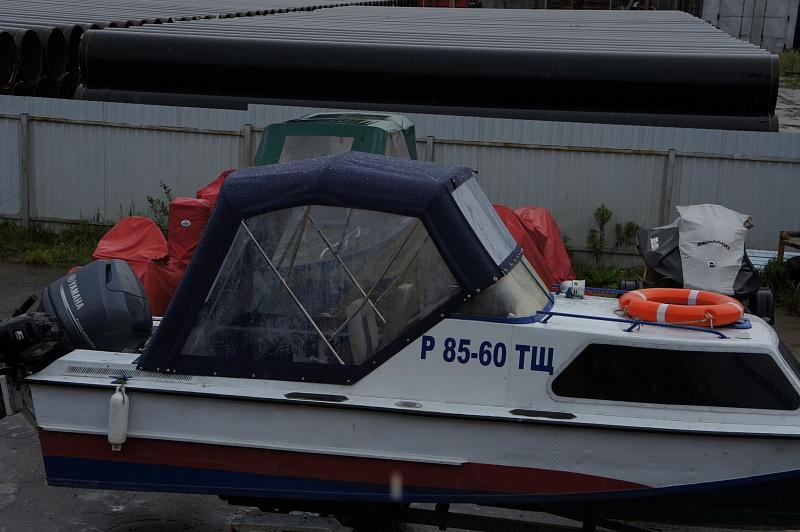 Ходовой тент на лодку и катер цена в компании «МаринЛайн». Ссылка на фотографию: http://marinline.ru/uploads/posts/2018-06/1528915615_hodovyie-tentyi-na-kater-hodovoy-tent-72.jpg