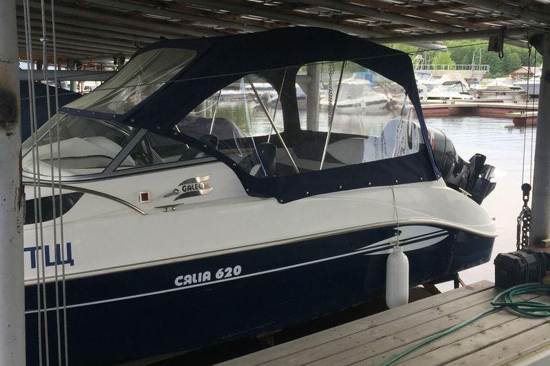 Ходовой тент на лодку и катер цена в компании «МаринЛайн». Ссылка на фотографию: http://marinline.ru/uploads/posts/2018-06/1528915646_hodovyie-tentyi-na-kater-hodovoy-tent-71.jpg