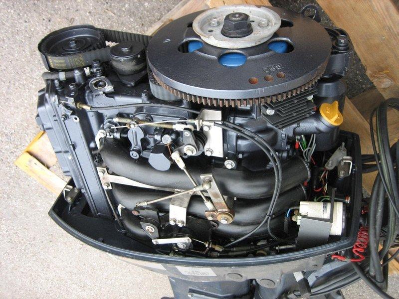 Регламентное техническое обслуживание лодочного мотора цена в компании «МаринЛайн». Ссылка на фотографию: http://marinline.ru/uploads/posts/2018-06/1528965385_podvesnoj-motor-.jpg