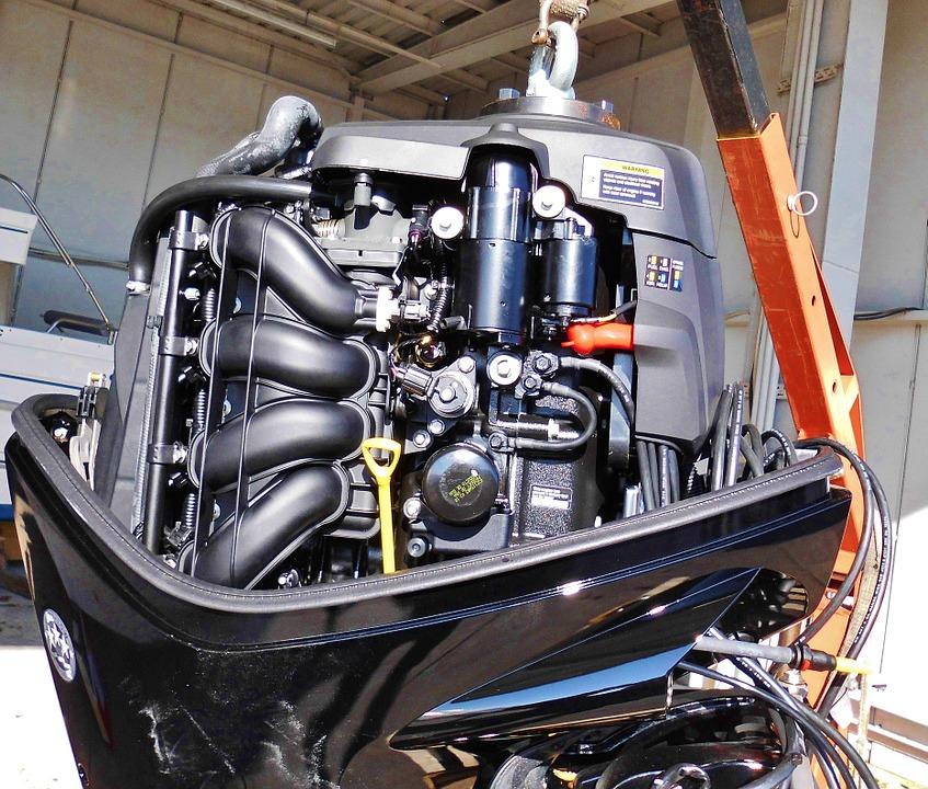 Регламентное техническое обслуживание лодочного мотора цена в компании «МаринЛайн». Ссылка на фотографию: http://marinline.ru/uploads/posts/2018-06/1528965446_motor-1010495_960_720.jpg