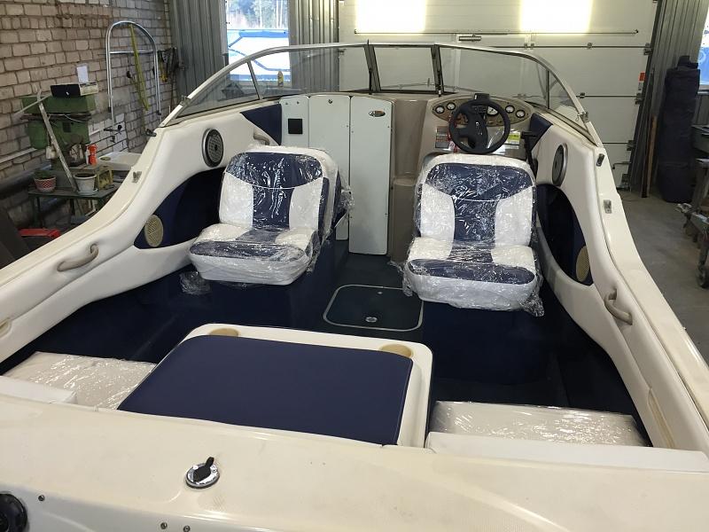 Перетяжка салона катера - отделка интерьера катера цена в компании «МаринЛайн». Ссылка на фотографию: http://marinline.ru/uploads/posts/2018-08/1534156054_otdelka-salona-katera40.jpg