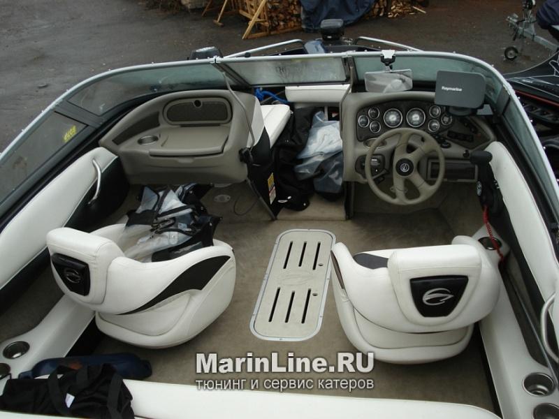 Перетяжка салона катера - отделка интерьера катера цена в компании «МаринЛайн». Ссылка на фотографию: http://marinline.ru/uploads/posts/2018-08/1534156055_otdelka-salona-katera21.jpg