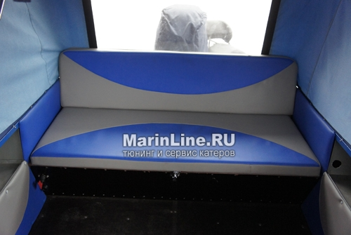 Перетяжка салона катера - отделка интерьера катера цена в компании «МаринЛайн». Ссылка на фотографию: http://marinline.ru/uploads/posts/2018-08/1534156060_otdelka-salona-katera12.jpg