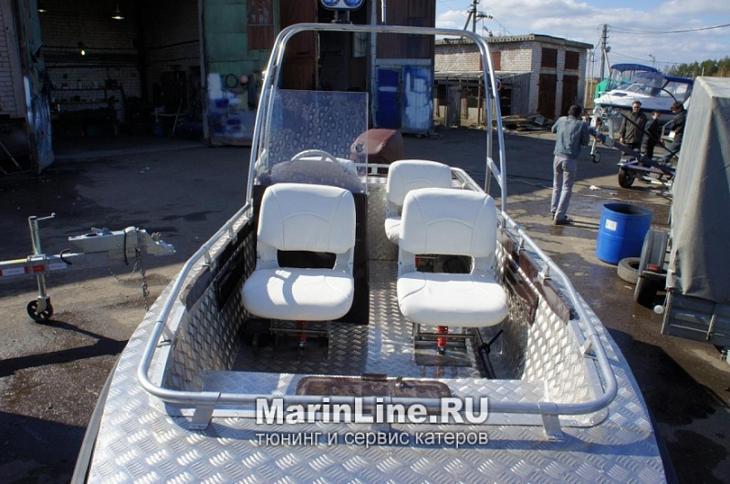 Перетяжка салона катера - отделка интерьера катера цена в компании «МаринЛайн». Ссылка на фотографию: http://marinline.ru/uploads/posts/2018-08/1534156085_otdelka-salona-katera14.jpg