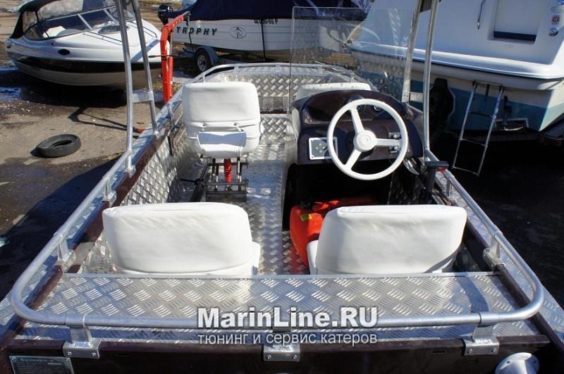 Перетяжка салона катера - отделка интерьера катера цена в компании «МаринЛайн». Ссылка на фотографию: http://marinline.ru/uploads/posts/2018-08/1534156089_otdelka-salona-katera15.jpg