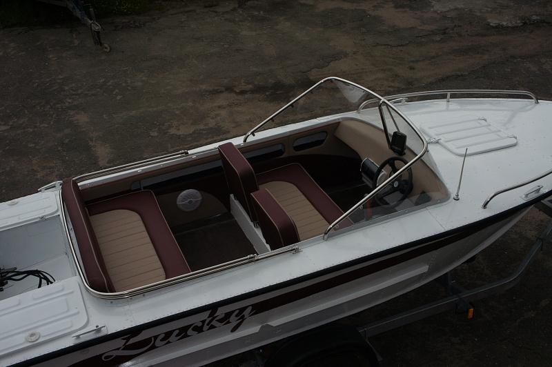 Перетяжка салона катера - отделка интерьера катера цена в компании «МаринЛайн». Ссылка на фотографию: http://marinline.ru/uploads/posts/2018-08/1534156090_otdelka-salona-katera37.jpg