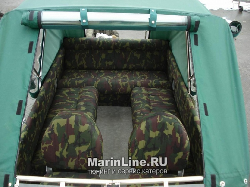 Перетяжка салона катера - отделка интерьера катера цена в компании «МаринЛайн». Ссылка на фотографию: http://marinline.ru/uploads/posts/2018-08/1534156098_otdelka-salona-katera20.jpg