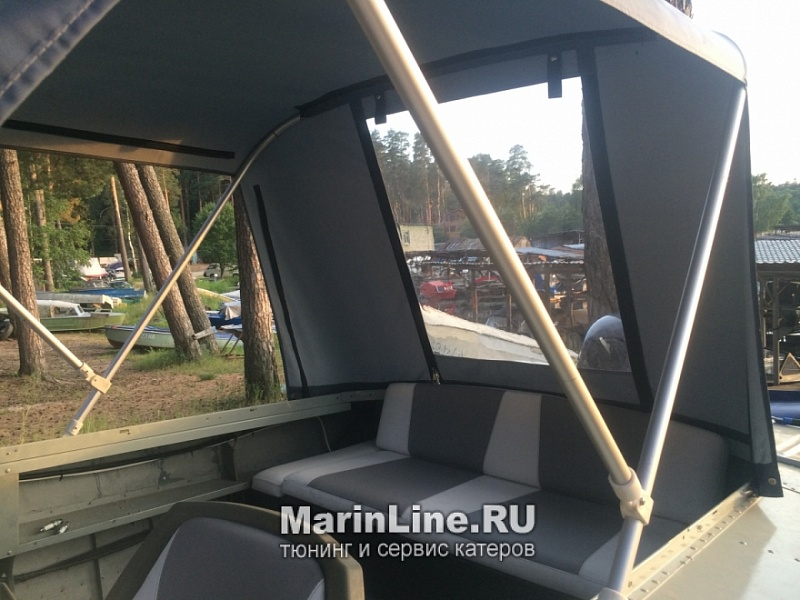 Перетяжка салона катера - отделка интерьера катера цена в компании «МаринЛайн». Ссылка на фотографию: http://marinline.ru/uploads/posts/2018-08/1534156125_otdelka-salona-katera5.jpg