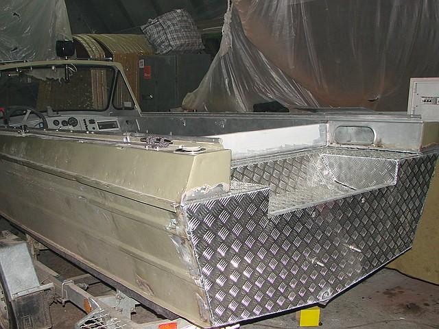 Аргонная сварка катеров при корпусных работах цена в компании «МаринЛайн». Ссылка на фотографию: http://marinline.ru/uploads/posts/2018-08/1534168386_argonnaja-svarka-katerov.jpg